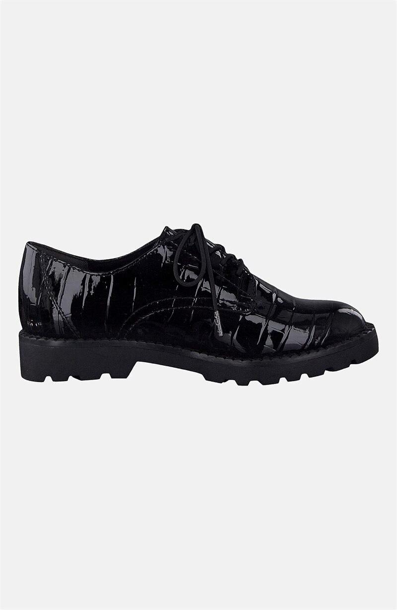Lakeroidut kengät, joissa nyöritys
