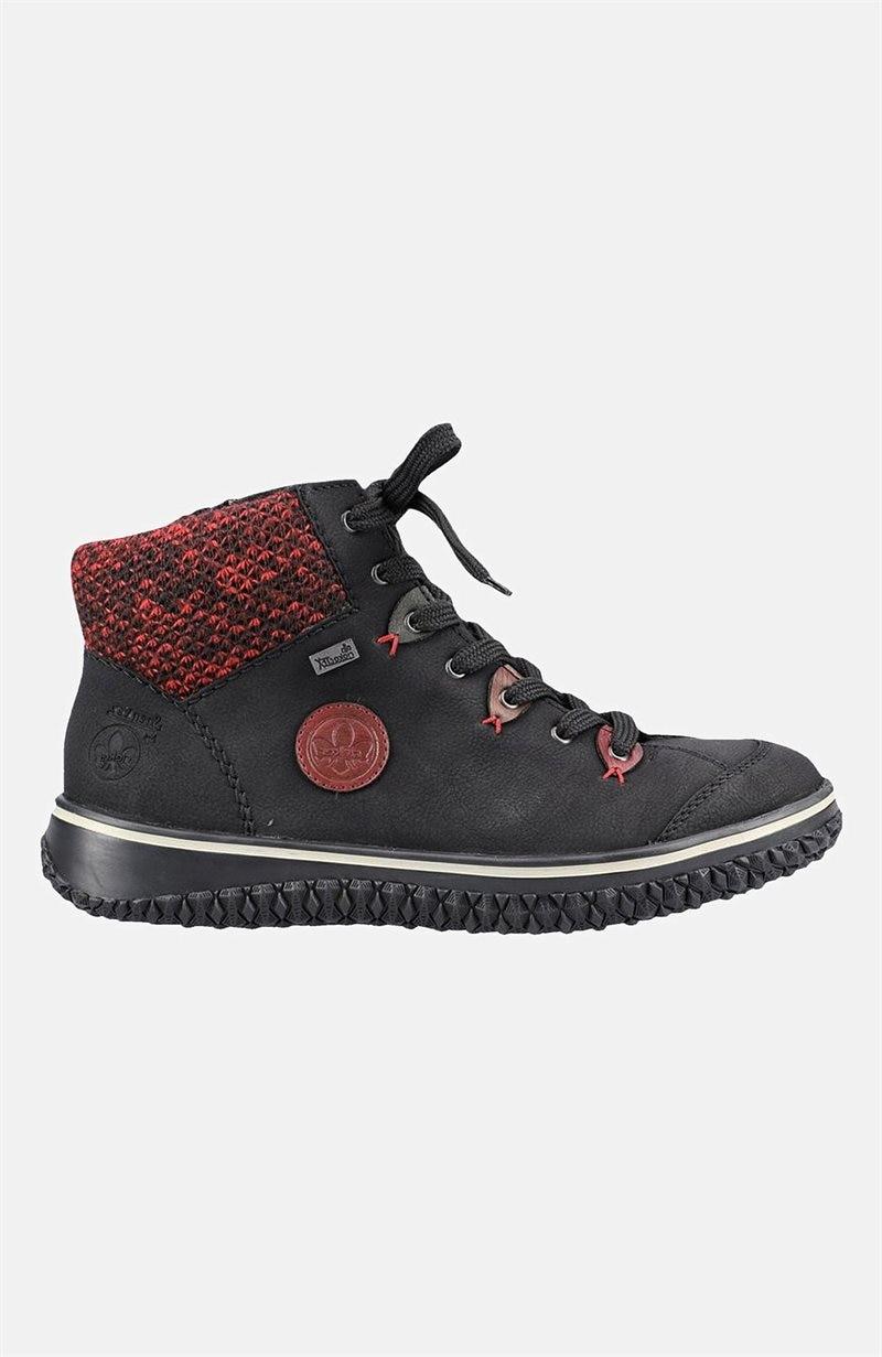 Lämpimästi vuoratut kengät
